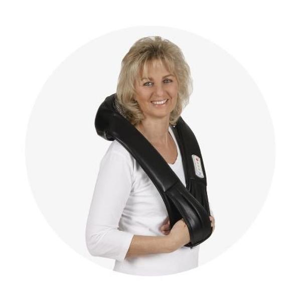 Moters, naudojančios Vitalymed Flexi masažuoklį, vaizdas
