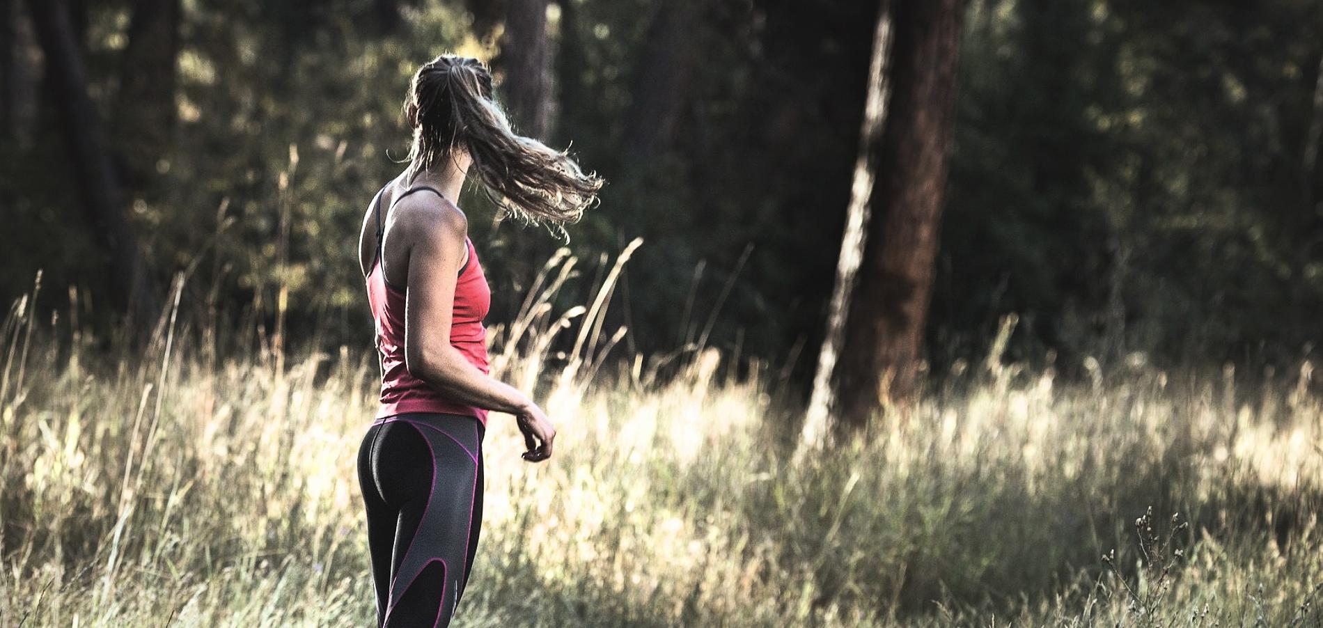 Sportuojančios merginos didelė nuotrauka